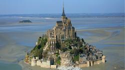 Nhà thờ nằm trên 'mũi kim' độc đáo ở Pháp thu hút du khách