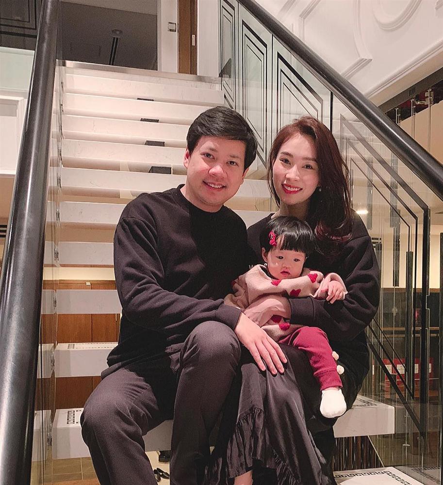Hoa hậu Đặng Thu Thảo tiết lộ sở thích chụp lén vợ mọi lúc mọi nơi của ông xã đại gia-4