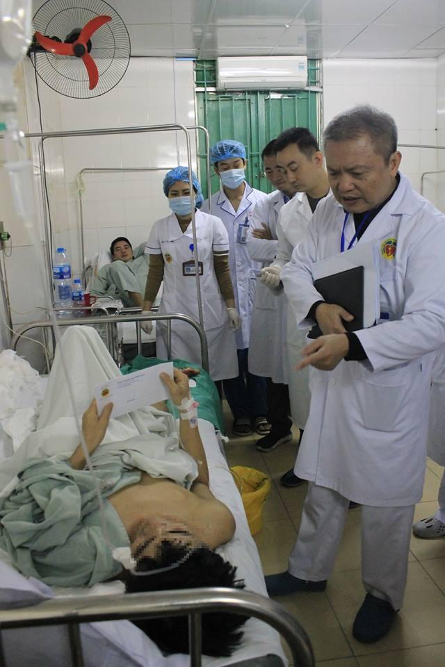 Xúc động với lời cầu cứu Xin đừng cắt cụt chân con, bác sĩ nỗ lực làm nên điều kỳ diệu-1