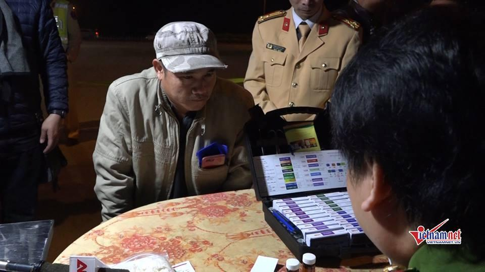 CSGT trắng đêm kiểm tra xe container, 1 tài xế dương tính với ma túy-3