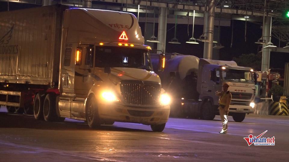 CSGT trắng đêm kiểm tra xe container, 1 tài xế dương tính với ma túy-6