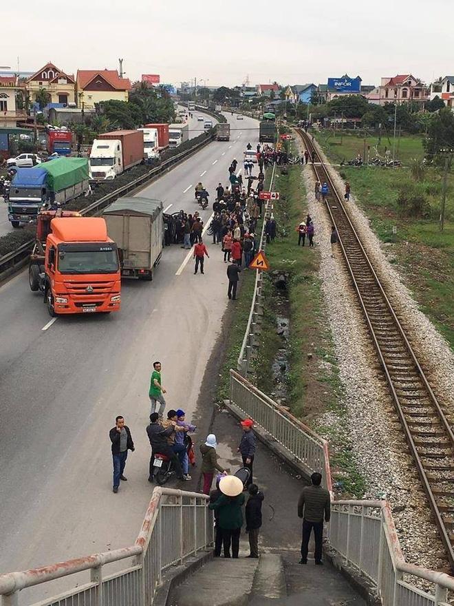 Nhân chứng bàng hoàng kể lại giây phút xe tải tông 8 cán bộ tử vong: Nếu không kịp nhảy qua lan can thì số người chết còn nhiều hơn-6