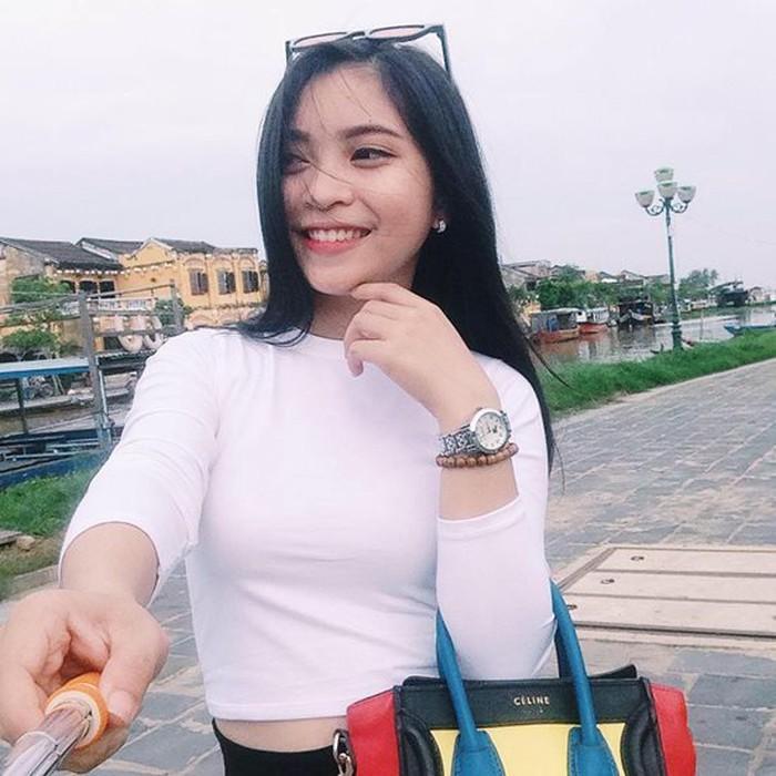 Bóc giá loạt hàng hiệu chất như núi của hai cô bạn gái cầu thủ Duy Mạnh, Quang Hải: Ai mạnh hơn?-5