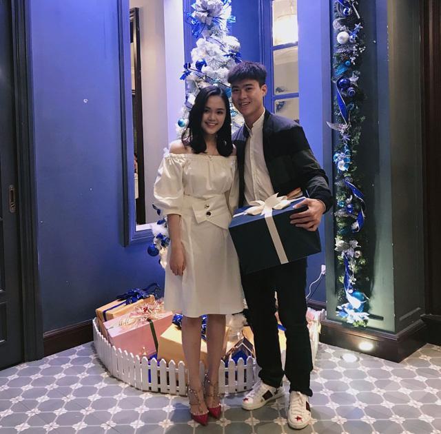 Bóc giá loạt hàng hiệu chất như núi của hai cô bạn gái cầu thủ Duy Mạnh, Quang Hải: Ai mạnh hơn?-7