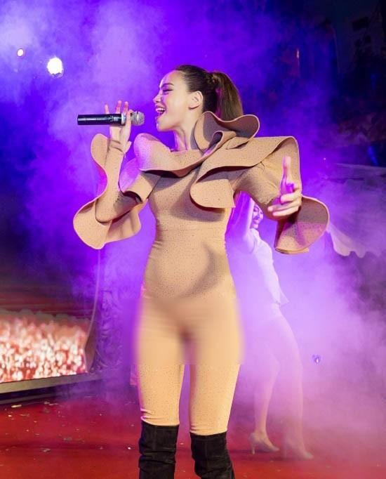 Không phải Mai Phương Thúy, Hà Hồ - Angela Phương Trinh mới là nữ hoàng mặc đồ nude mà ngỡ như khỏa thân-7