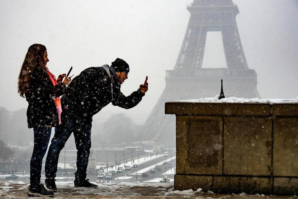 Kẻ lãng mạn, người cơ hàn trong bão tuyết Paris-1