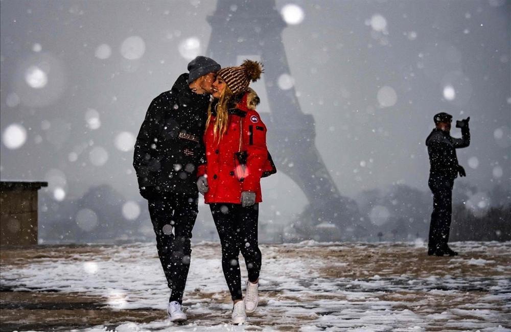 Kẻ lãng mạn, người cơ hàn trong bão tuyết Paris-2