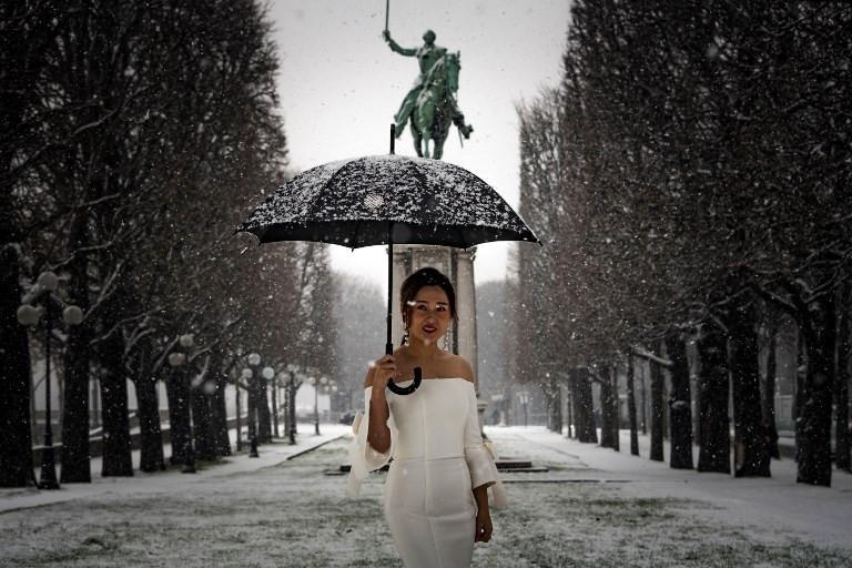Kẻ lãng mạn, người cơ hàn trong bão tuyết Paris-4