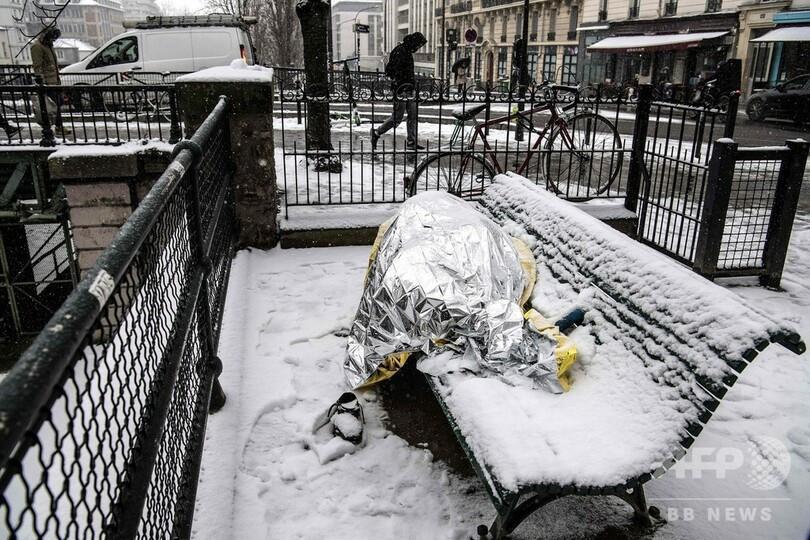 Kẻ lãng mạn, người cơ hàn trong bão tuyết Paris-5