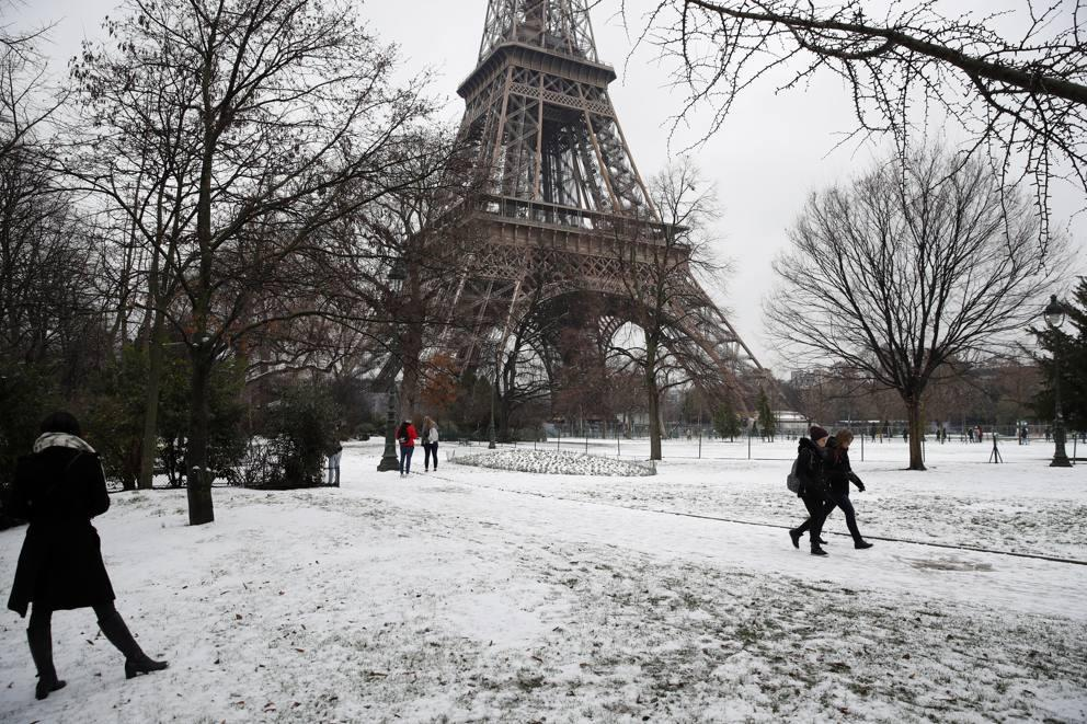 Kẻ lãng mạn, người cơ hàn trong bão tuyết Paris-8