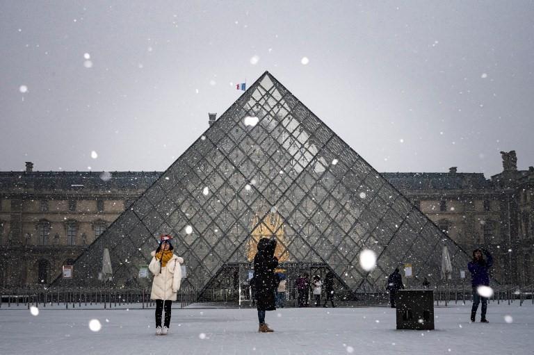 Kẻ lãng mạn, người cơ hàn trong bão tuyết Paris-10