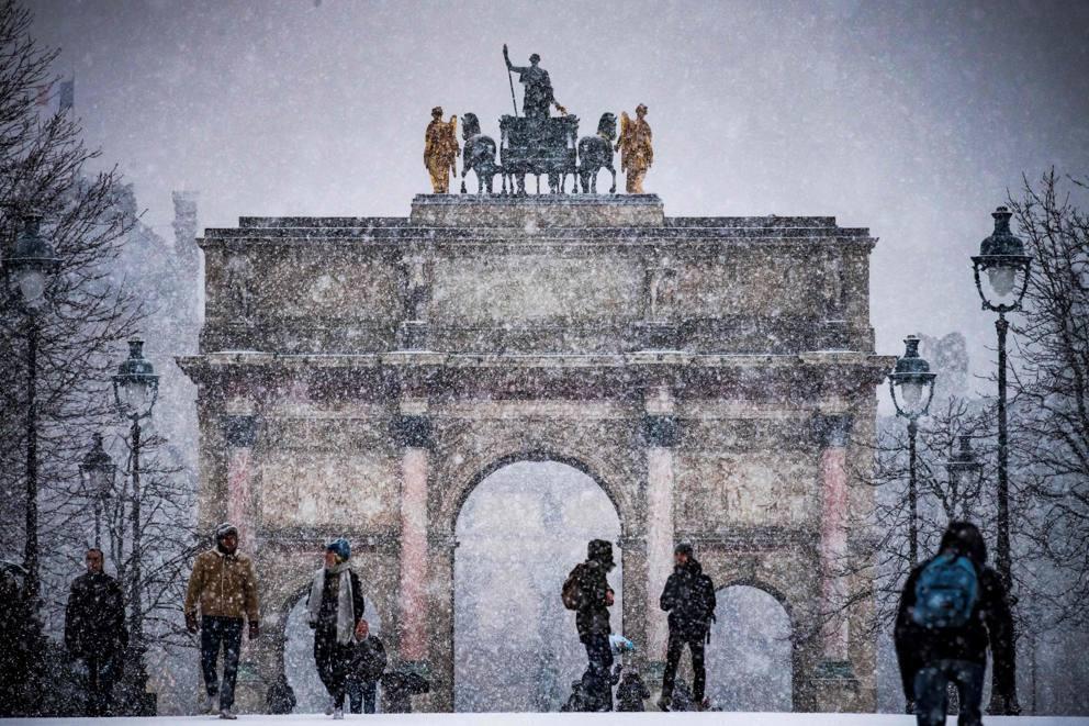 Kẻ lãng mạn, người cơ hàn trong bão tuyết Paris-11