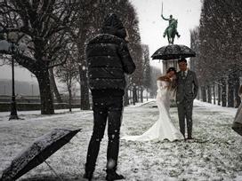 Kẻ lãng mạn, người cơ hàn trong bão tuyết Paris