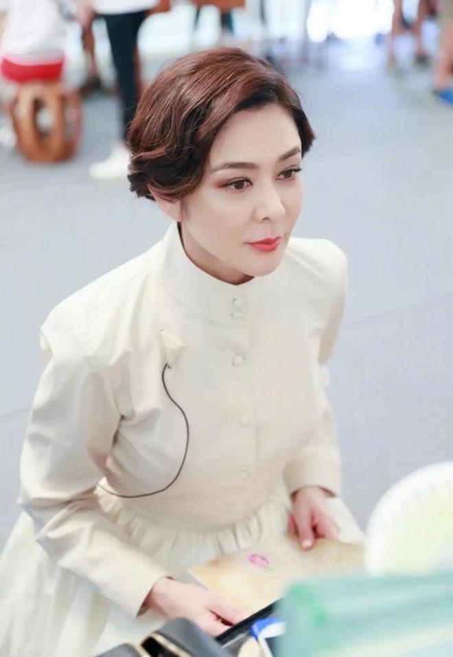 Nhan sắc minh tinh tuổi U60 được bầu chọn đẹp nhất Trung Quốc-6