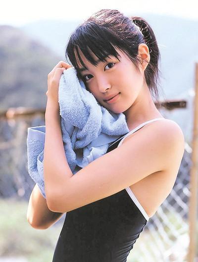 Nhan sắc cô vợ xinh đẹp từng là mẫu nội y của hậu vệ ĐT Nhật Bản sẽ đối đầu Việt Nam ở tứ kết Asian Cup-3