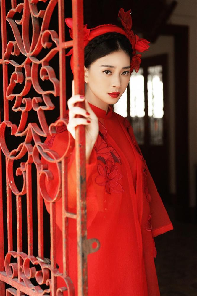 Hàng loạt mỹ nhân lên đồ với áo dài cách tân: Mai Phương và Bích Phương dịu dàng; Ngô Thanh Vân, Quỳnh Chi ma mị-1