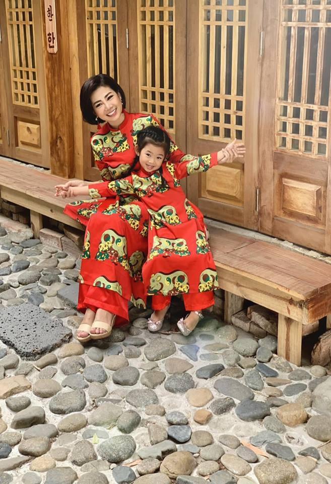 Hàng loạt mỹ nhân lên đồ với áo dài cách tân: Mai Phương và Bích Phương dịu dàng; Ngô Thanh Vân, Quỳnh Chi ma mị-5