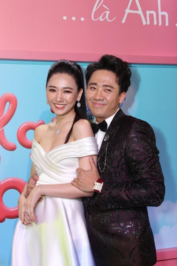 Lần thứ 2 đụng hàng với Nhã Phương, Hari Won mặc luôn váy cưới của vợ Trường Giang lên thảm đỏ-2