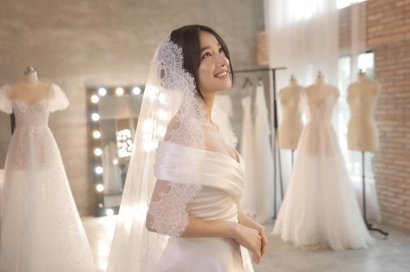 Lần thứ 2 đụng hàng với Nhã Phương, Hari Won mặc luôn váy cưới của vợ Trường Giang lên thảm đỏ-5