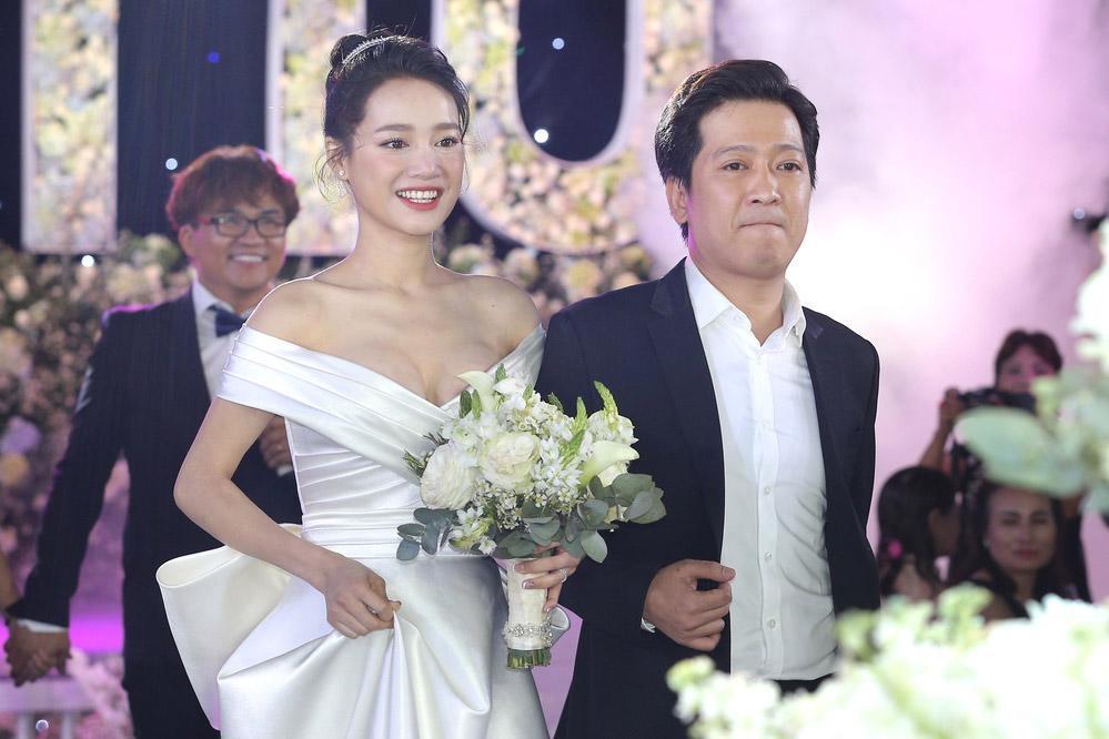 Lần thứ 2 đụng hàng với Nhã Phương, Hari Won mặc luôn váy cưới của vợ Trường Giang lên thảm đỏ-8