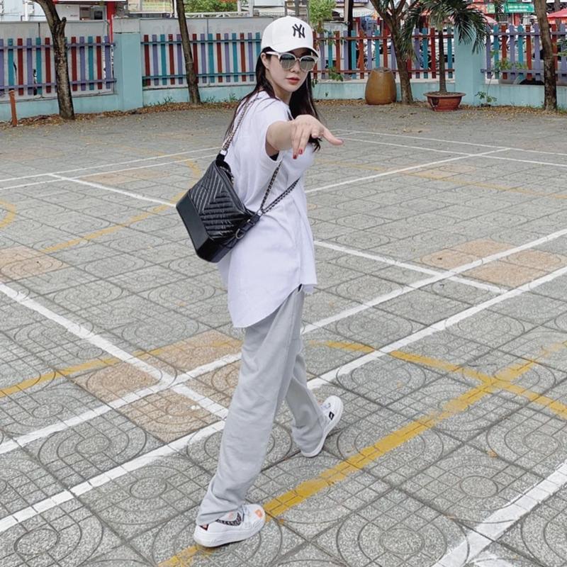 Đẳng cấp như Sơn Tùng M-TP và Minh Hằng, khoe street style mà toàn đồ hiệu trị giá hàng trăm triệu-5