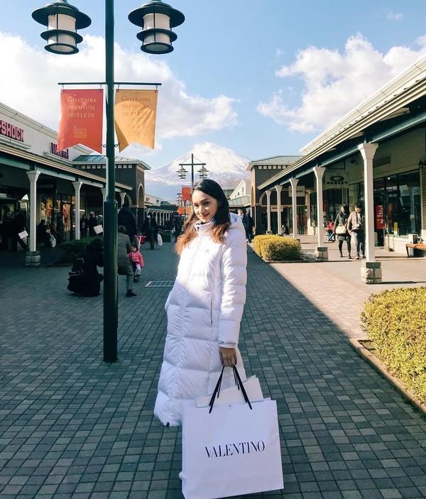 Đẳng cấp như Sơn Tùng M-TP và Minh Hằng, khoe street style mà toàn đồ hiệu trị giá hàng trăm triệu-7