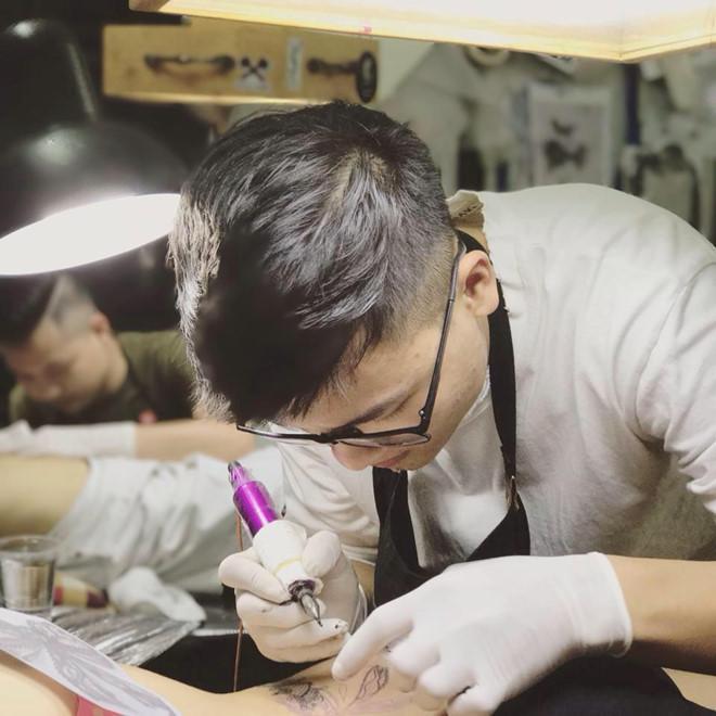 Anh trai Quang Hải có vẻ ngoài nam tính, làm thợ xăm ở Hà Nội-6