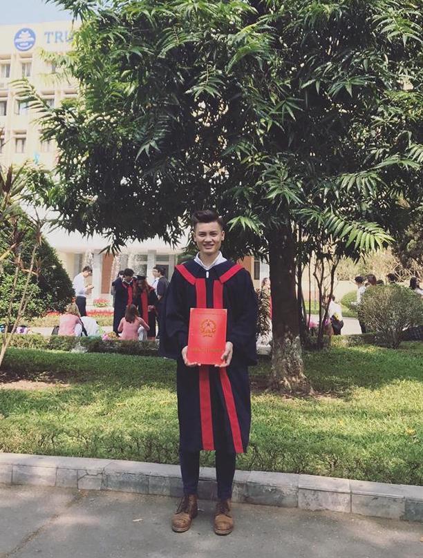 Anh trai Quang Hải có vẻ ngoài nam tính, làm thợ xăm ở Hà Nội-7