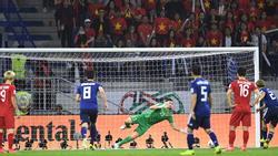 Việt Nam thua Nhật, nghệ sĩ vẫn tự hào về Đặng Văn Lâm và các cầu thủ