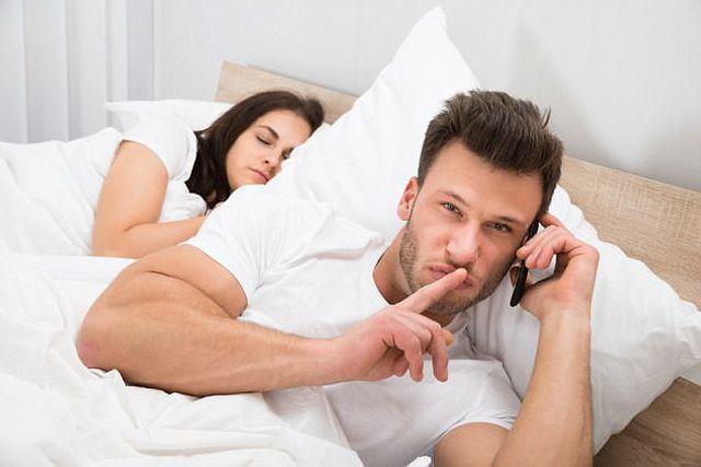 Khi các ông chồng đi cặp bồ bị vợ phát hiện: Ngược đời bồ dọa anh không được léng phéng với vợ-1