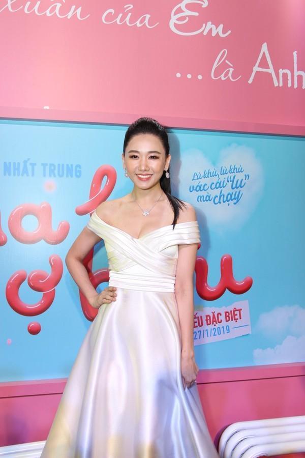 Dát hàng hiệu trị giá 3,5 tỷ đồng, Trấn Thành - Hari Won chiếm trọn spotlight thảm đỏ tuần qua-8