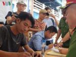 TP.HCM: Tài xế lái ôtô lật ngửa ở Sài Gòn phản ứng khi bị test ma túy-3