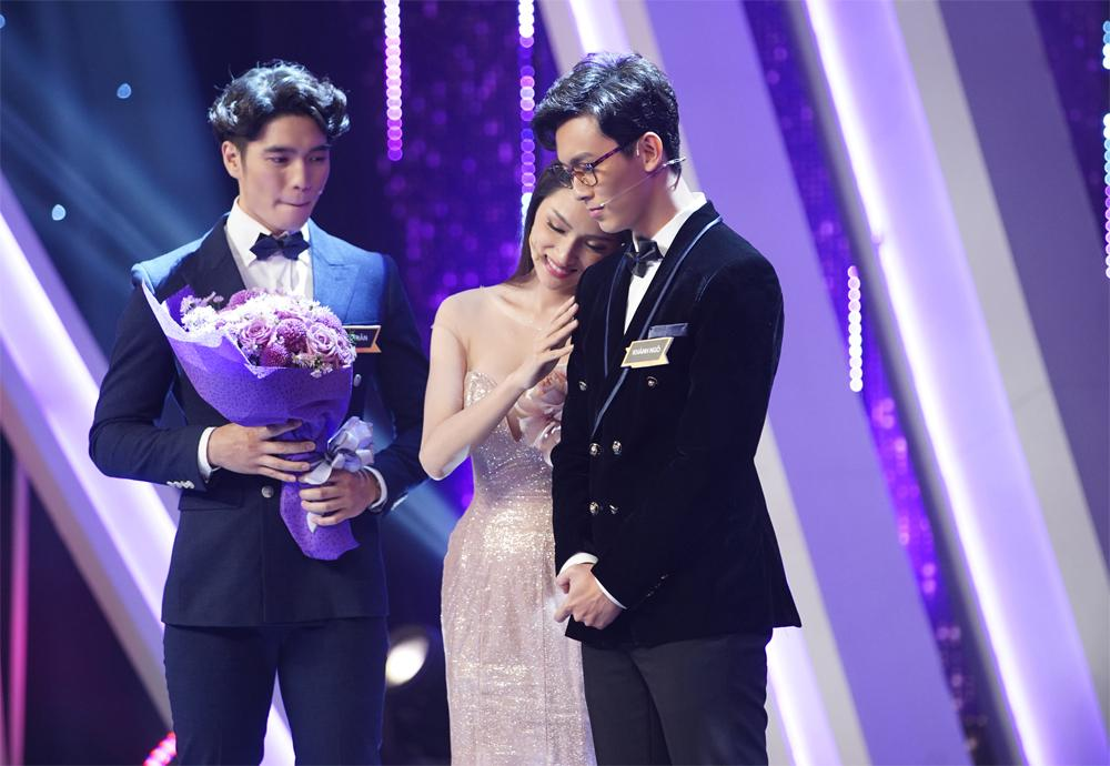 Bật khóc khi người quen quỳ gối cầu hôn, Hương Giang Idol vẫn từ chối nhưng cuối cùng lại chọn nhầm hoa có chậu-2