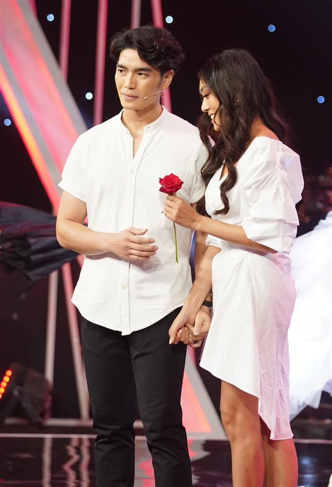Bật khóc khi người quen quỳ gối cầu hôn, Hương Giang Idol vẫn từ chối nhưng cuối cùng lại chọn nhầm hoa có chậu-4