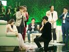 Bật khóc khi người quen quỳ gối cầu hôn, Hương Giang Idol vẫn từ chối nhưng cuối cùng lại chọn nhầm 'hoa có chậu'