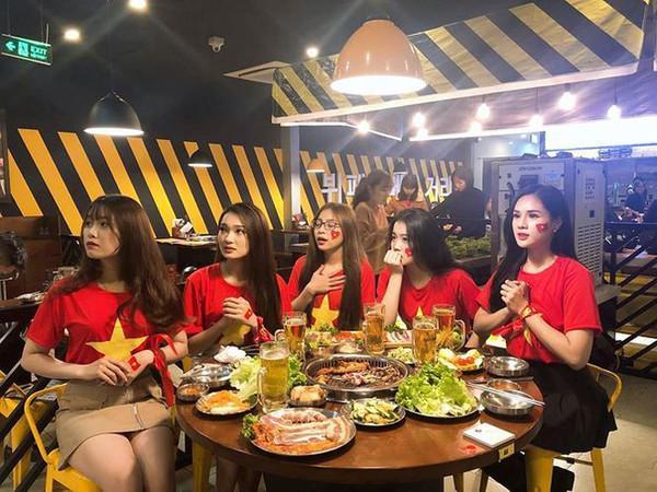 Bức ảnh gây đau tim nhất mùa Asian Cup: Dàn bạn gái cầu thủ hội ngộ trong một khung hình, ai cũng đẹp nổi bật-2