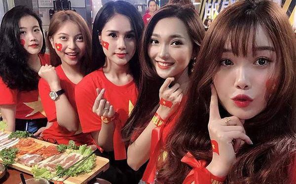 Bức ảnh gây đau tim nhất mùa Asian Cup: Dàn bạn gái cầu thủ hội ngộ trong một khung hình, ai cũng đẹp nổi bật-1