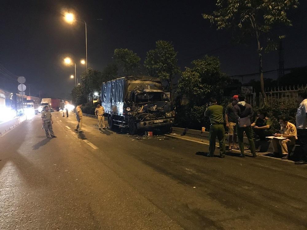 TP HCM: Ô tô tải húc đuôi xe container, 1 người chết-1