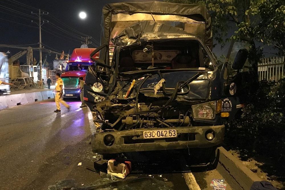TP HCM: Ô tô tải húc đuôi xe container, 1 người chết-2