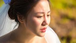 Mặc váy cưới, Văn Mai Hương rơi lệ ngậm ngùi: 'Trong đời đau đớn nhất là tình yêu'