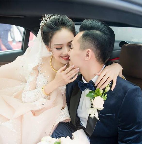 Top 10 Hoa hậu Việt Nam Tố Như khoe bụng bầu vượt mặt, khóa môi ông xã hotboy ngọt ngào-4