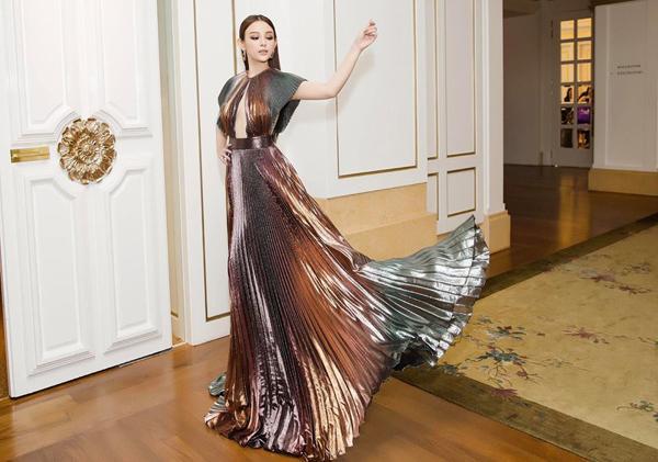 Chịu chơi như Huyền Baby: Sang Singapore chỉ để sắm một bộ váy rồi về-1