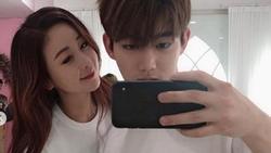 Hoa hậu Hàn Quốc cùng ông xã hotboy kém 18 tuổi khoe con gái đầu lòng