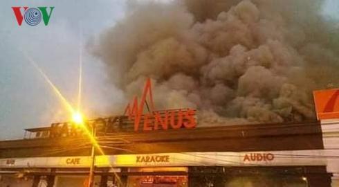 Hải Phòng: Cháy lớn tại quán karaoke, lan sang 2 tòa nhà bên cạnh-1