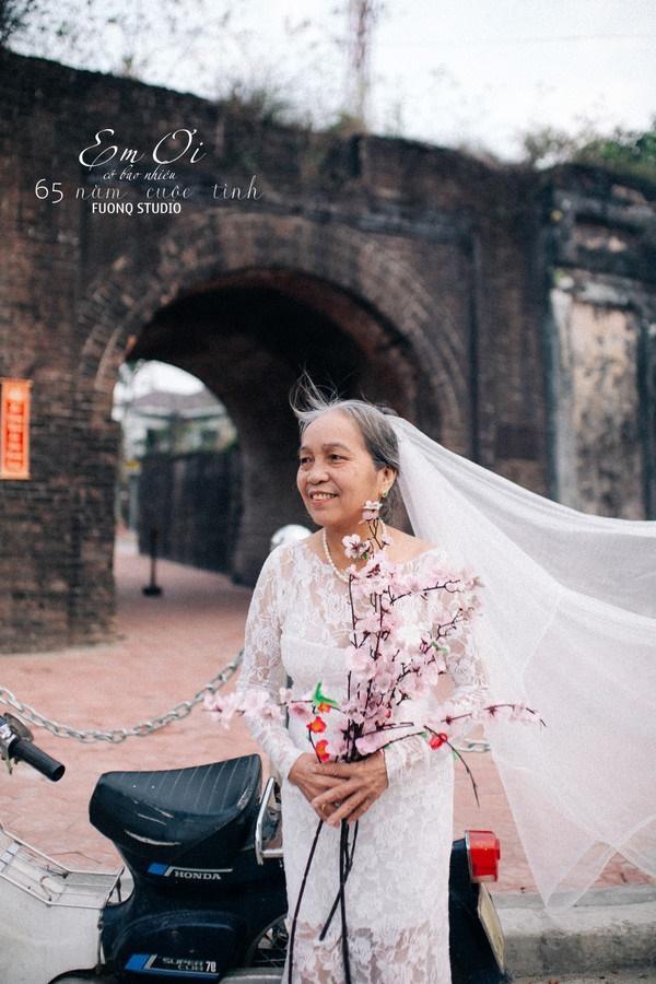 Phát sốt bộ ảnh kỉ niệm 65 năm ngày cưới của cặp vợ chồng già: Ông ngày nào cũng hỏi bà có còn yêu anh không?-3