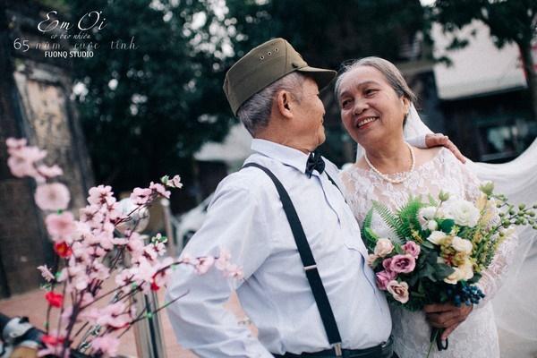 Phát sốt bộ ảnh kỉ niệm 65 năm ngày cưới của cặp vợ chồng già: Ông ngày nào cũng hỏi bà có còn yêu anh không?-5