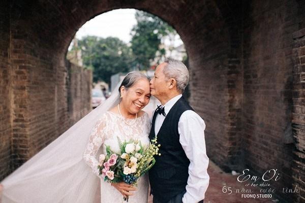 Phát sốt bộ ảnh kỉ niệm 65 năm ngày cưới của cặp vợ chồng già: Ông ngày nào cũng hỏi bà có còn yêu anh không?-8