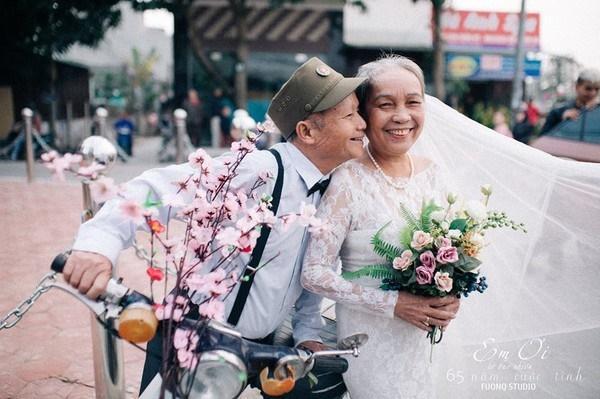 Phát sốt bộ ảnh kỉ niệm 65 năm ngày cưới của cặp vợ chồng già: Ông ngày nào cũng hỏi bà có còn yêu anh không?-9