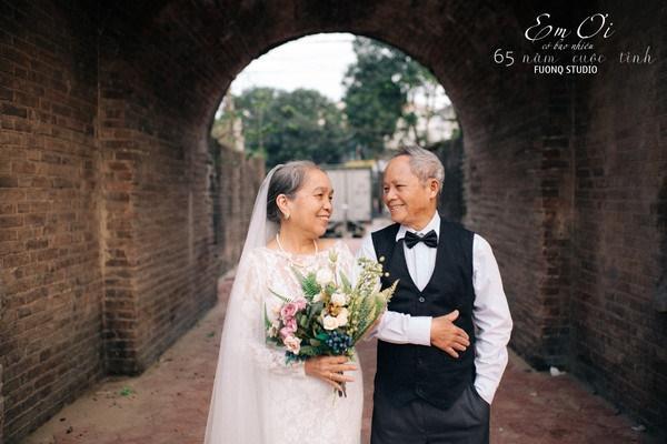 Phát sốt bộ ảnh kỉ niệm 65 năm ngày cưới của cặp vợ chồng già: Ông ngày nào cũng hỏi bà có còn yêu anh không?-10