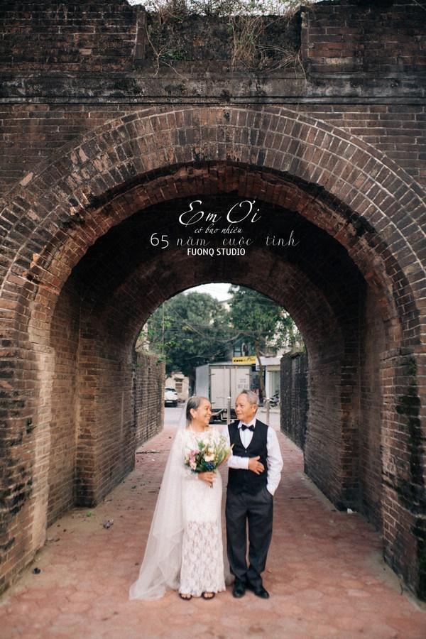 Phát sốt bộ ảnh kỉ niệm 65 năm ngày cưới của cặp vợ chồng già: Ông ngày nào cũng hỏi bà có còn yêu anh không?-12